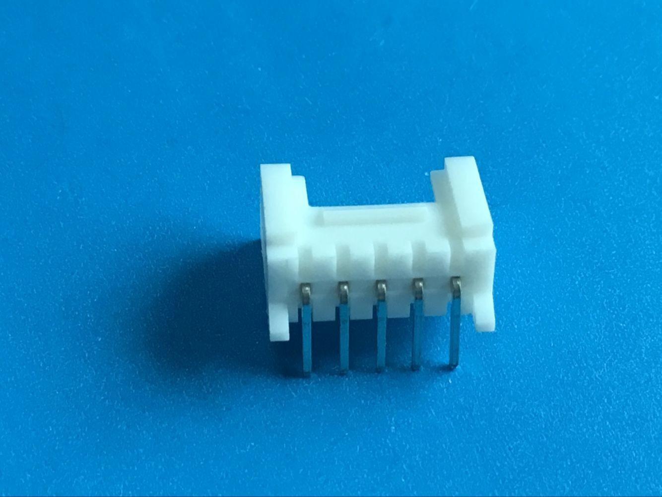 Female Shrouded Header Automotive Electrical Connectors 100MΩ ...